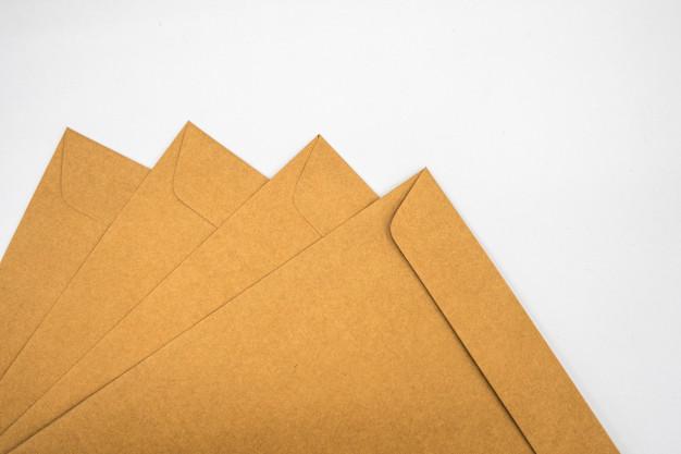 Envelopes Kraft personalizados.